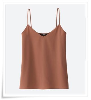 半袖Tシャツの上にドレープキャミソールを着る夏コーデ
